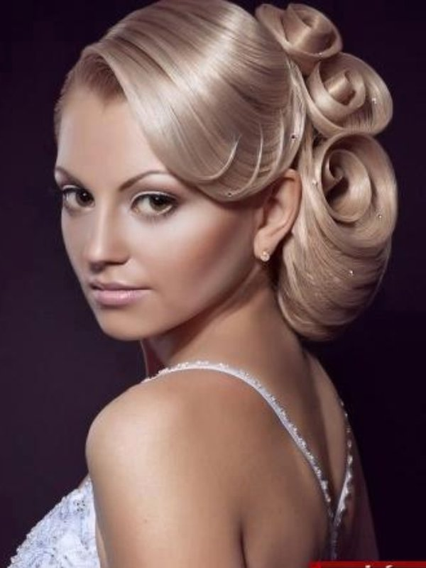 Unforgettable Greek Wedding Hairstyles