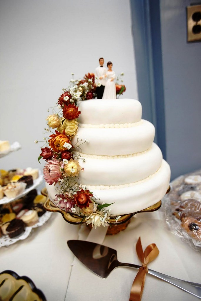Budget Wedding Cake Decorations Ideas