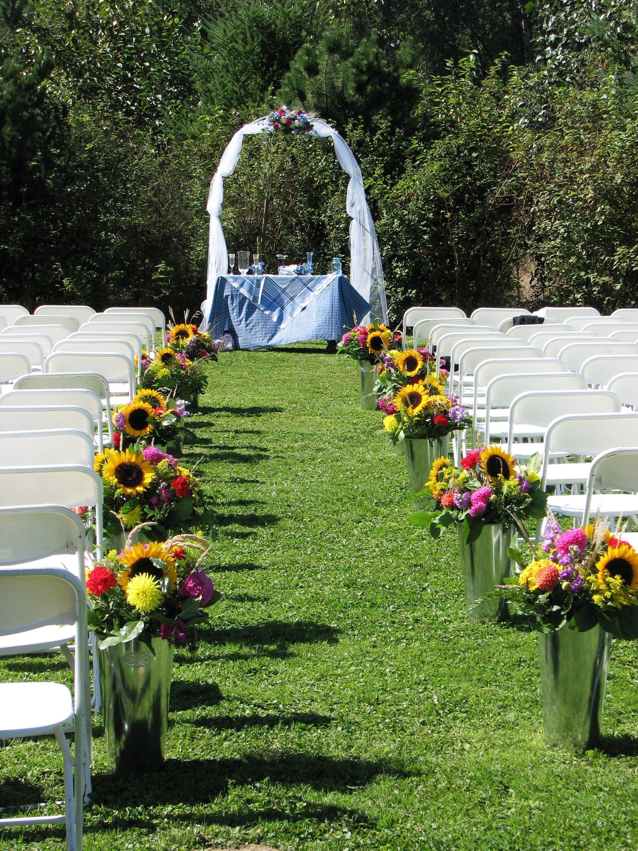 Outdoor Country Wedding Aisle Decorations
