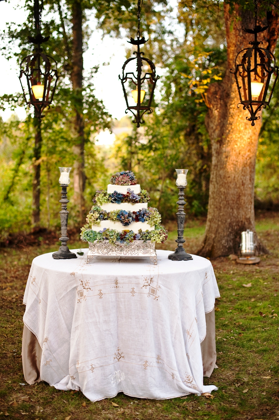 Outdoor Wedding Cake Table Decorations With Candle