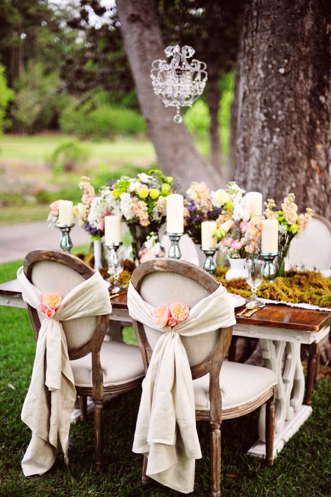 Shabby Chic Wedding Table Idea