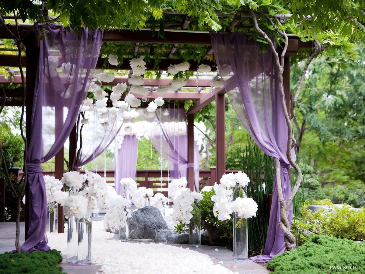 Wonderful Purple and White Wedding Decorations