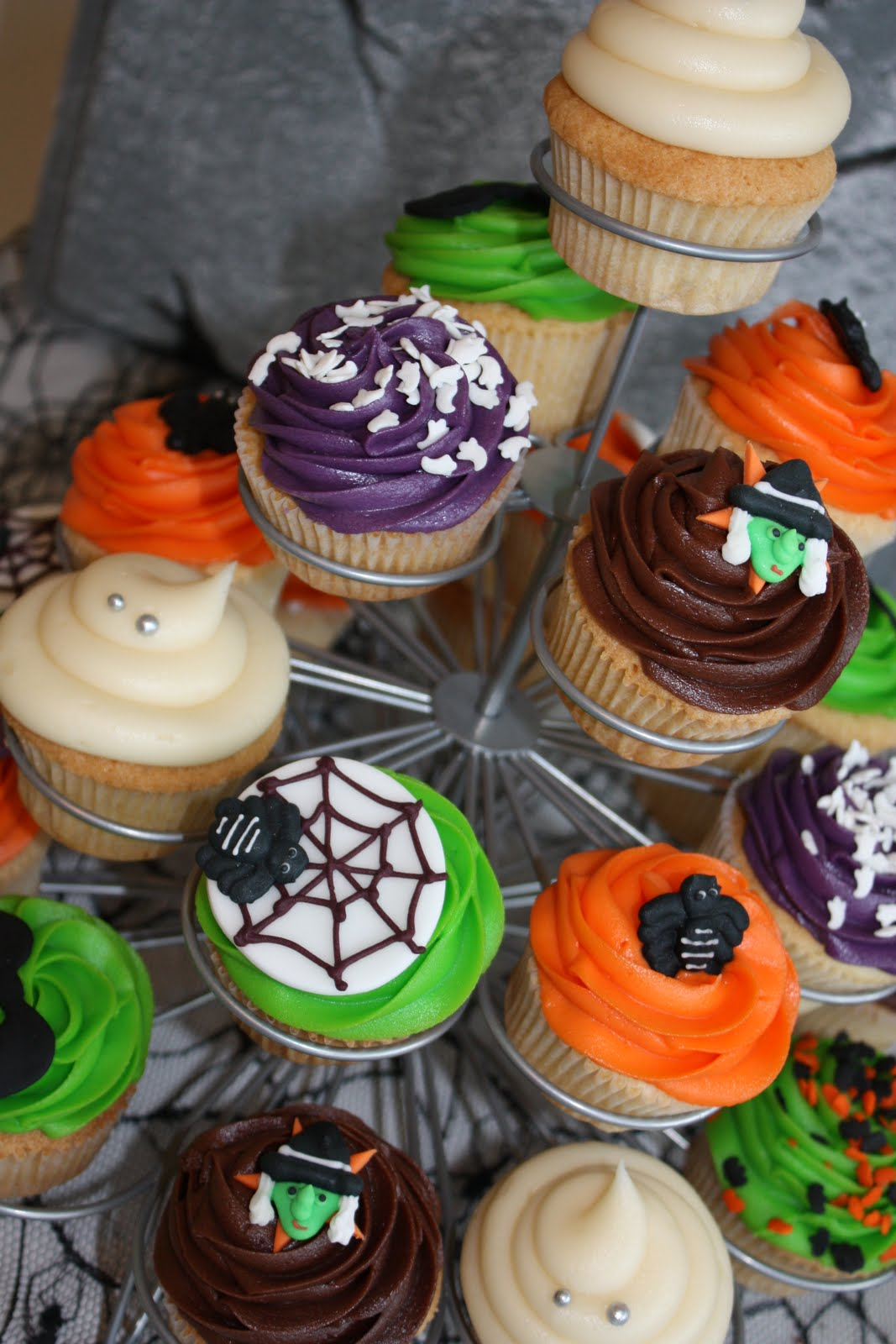 Halloween Wedding Cupcakes Ideas