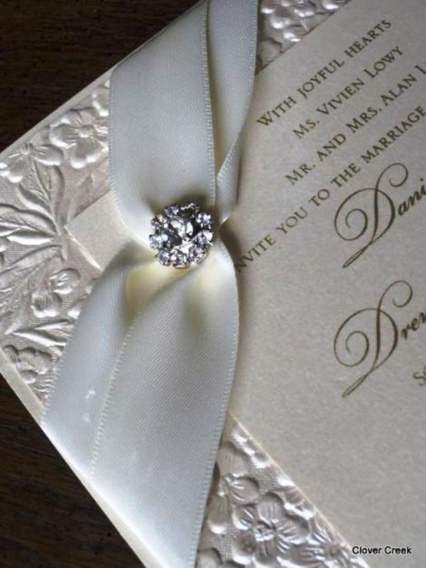 elegant-wedding-invitations-with-crystals