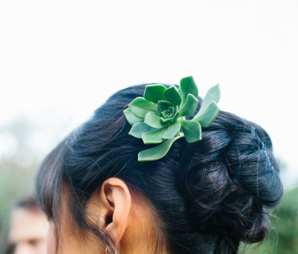 20 Fresh Flower Wedding Hairstyles For Spring and Summer